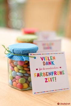 """Abschiedsgeschenk """"Farbenfrohe Zeit"""" (Kostenlose Bastelanleitung und Druckvorlage) Farewell gift for a colorful time. A print template with handicraft instructions from shesmile. Creatively implemented by my [. Diy Birthday, Birthday Gifts, Car Seat Organizer, Farewell Gifts, Kindergarten Lesson Plans, Godchild, Good Notes, Print Templates, Artisanal"""