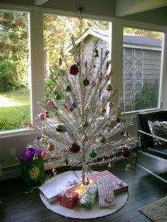 My rotating aluminum Christmas tree! Vintage Aluminum Christmas Tree, Retro Christmas Tree, Silver Christmas Tree, Vintage Christmas Ornaments, Christmas Love, Christmas Themes, All Things Christmas, Christmas Crafts, Christmas Decorations