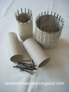 "Site all in Spanish, but great (picture) ideas for making small ""flower"" looms!"