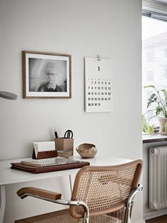 I'm currently starting with my small home office restyling. Here I'm listing some cool home office decorating ideas for an home office with style - ITALIANBARK Interior Design Examples, Office Interior Design, Office Interiors, Interior Design Inspiration, Design Ideas, Design Design, House Design, Home Office Inspiration, Workspace Inspiration
