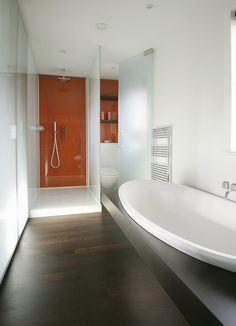 What a lovely, simple bathroom.
