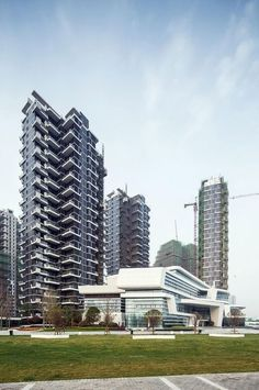 Image 3 of 30 from gallery of Hanhai Luxury Condominiums / Amphibianarc. Photograph by Zhejia Dai #luxuryoffice
