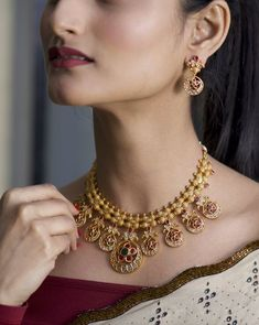 Buy the best Necklace Set Indian Jewelry online from the top Necklace Set manufacturer. Shop Siya Antique Necklace Set online from the top brand for the best traditional and classy looks. Décor Antique, Gucci, Antique Necklace, Gold Jewellery Design, Handmade Jewellery, Silver Jewellery, Bling, Necklace Designs, Bridal Jewelry