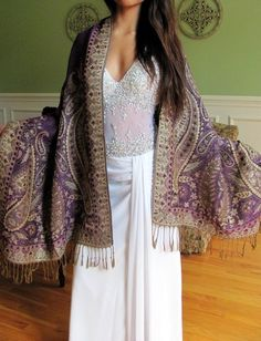 Buy Pashminas for an evening dress or gown, elegant Evening Pashminas that are shiny dressy and affordable. The metallic lurex shiny shawls are stylish and designer evening shawls for weddings, parties and any special event or occasion. Unique women's gift idea!