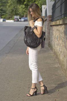 Sandra von @femme_noble hat ihre Lieblingstasche von #TyoulipSisters sehr ins Herz geschlossen ;) Mehr dazu gibt es hier: http://www.femme-noble.de/destroyed-jeans-x-white-top #Lieblingstasche