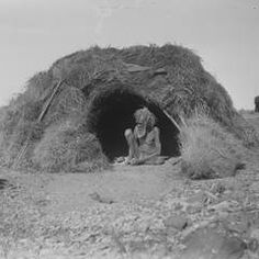 Hut decked with porcupine grass, Eastern Arrernte people, Arltunga district, Northern Territory, August Photo: Herbert Basedow. Reproduced from glass plate negative (National Museum of Australia) Aboriginal Education, Indigenous Education, Aboriginal Culture, Aboriginal People, Indigenous Art, Aboriginal Man, Australian Aboriginal History, Australian Art, Stone Age People