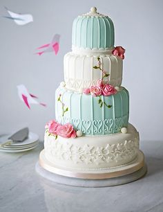 mint and cream wedding cake. www.truly-scrumptious-events.co.uk