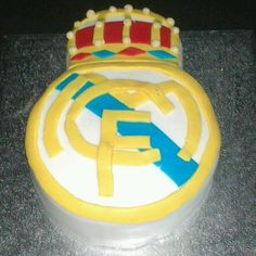 Aunque a mi marido como buen catalan se le han quedado los dedos destrozados despues de moldear este escudo