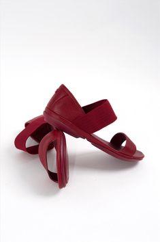 Γυναικεία δερμάτινα σανδάλια της εταιρείας Camper. Διαθέτουν μαλακό αφρώδες πάτο και αντικραδασμική σόλα, προσφέροντας άνεση όλη τη διάρκεια της ημέρας. Jeffrey Campbell, Platform, Heels, Fashion, Heel, Moda, Fashion Styles, High Heel, Wedge