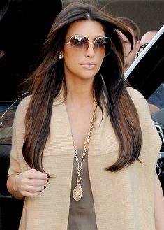 Kim Kardashian fashion and style Kim Kardashian sunglasses look! Sunglasses For Your Face Shape, Ray Ban Sunglasses Sale, Sunglasses Women, Sunglasses Outlet, Kim Kardashian Sunglasses, Look Kim Kardashian, Kardashian Fashion, Fashion Moda, 70s Fashion