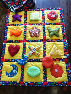 Baby's Interactive Play Mat. Sewing Projects For Kids, Sewing For Kids, Baby Play, Baby Toys, Boys Quilt Patterns, Fidget Quilt, Fabric Toys, Baby Sensory, Sewing Toys