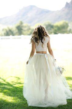 Vestidos Crop Top, nueva tendencia en vestidos de novia! http://www.unabodaoriginal.es/blog/de-la-cabeza-a-los-pies/vestidos-de-novia/vestidos-de-novia-crop-top
