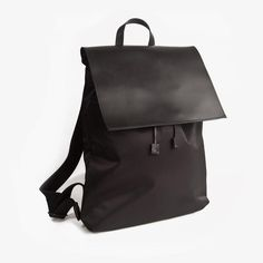Minimalist Backpack - Black                           | Poketo