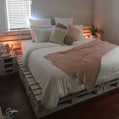 Adorable Pallet Bed Ideas You Will Love - Crafome - - Pallet beds are of great interest because they are useful, long-lasting and suitable for every style. Here are the beautiful pallet bed ideas. Wooden Pallet Beds, Pallet Bed Frames, Diy Pallet Bed, Pallet Furniture, Beds On Pallets, Pipe Furniture, Pallet Ideas, Furniture Design, Room Ideas Bedroom