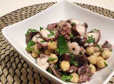 Se volete un piatto di mare che non vi appesantisca, vi consiglio l'insalata di polpo e ceci. Questo mollusco è ideale nelle diete.