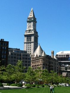 A view of the Custom House from the Rose Kennedy Greenway.