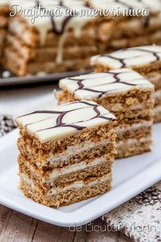 arata f bine Sweet Recipes, Cake Recipes, Romanian Desserts, Sweet Pastries, Pastry Cake, Food Cakes, Sweet Cakes, Desert Recipes, Cake Creations