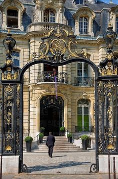 Town House, Paris, France, Champs Elysees Roundabout, Artcurial Gallery.