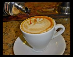 Deleita tus sentidos con el mejor café  y endúlzalo con un suave toque de miel  y vive un momento especial.  #AromaDiCaffé Conócenos en el C.C. Metrocenter pasaje colonial. #AromaDiCaffé #SaboresAroma #MomentosAroma #Café #Caracas #BuscandoElCafé #Coffee #CoffeeLovers #CoffeeMoments #CoffeeTime #InstaMoments #InstaCoffee