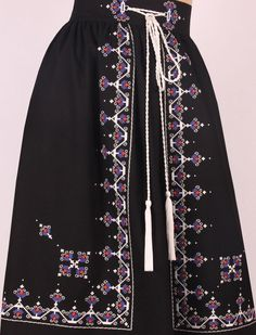 Folk Fashion, Ethnic Fashion, Daily Fashion, Womens Fashion, Sewing Clothes, Diy Clothes, Clothes For Women, Lehenga Designs Simple, Mode Boho