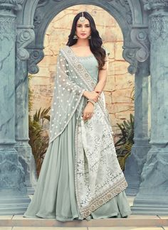 Looking to buy Anarkali online? ✓ Buy the latest designer Anarkali suits at Lashkaraa, with a variety of long Anarkali suits, party wear & Anarkali dresses! Indian Attire, Indian Ethnic Wear, Indian Outfits, Abaya Fashion, Indian Fashion, Fashion Dresses, Fashion Hub, Classy Fashion, Cheap Fashion