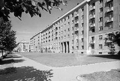 Vasmű út a Gagarin tér környékén. Multi Story Building