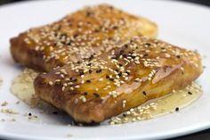 Φέτα Σαγανάκι σε φύλλο με μέλι κ σουσάμι