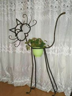 Arts And Crafts Office Furniture Metal Yard Art, Scrap Metal Art, Wire Crafts, Metal Crafts, Art Fer, Wrought Iron Decor, Metal Art Projects, Iron Furniture, Office Furniture