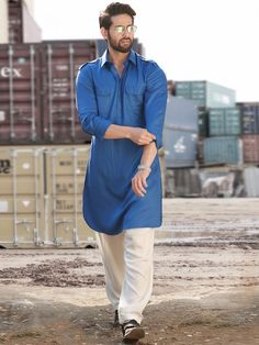 Shah Rukh Khan Raees Pathani suit having Royal Blue Lycra material plain kameez. Available with contrast white bottom. Punjabi Kurta Pajama Men, Kurta Men, Designer Suits For Men, Designer Clothes For Men, Pathani For Men, Pathani Kurta, Boys Kurta Design, Mens Ethnic Wear, Mens Suits Online