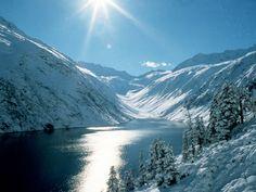 Skifahren in Mayrhofen, Österreich: Lebendiger Skiort, sehr gutes Après-Ski und tolle Events, großes & vielfältiges Skigebiet mit Gletscher. Mehr Infos im Skiführer auf snowplaza.de #skiing