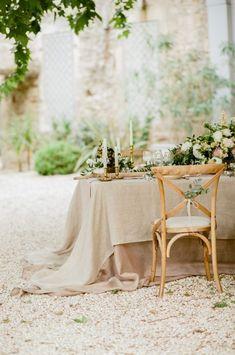 Romantic La Vie en Rose Wedding Inspiration in Provence Romantic Wedding Receptions, Wedding Reception Centerpieces, Wedding Table Settings, Wedding Flower Arrangements, Flower Centerpieces, Rustic Wedding, Wedding Tables, Parisian Wedding, French Wedding