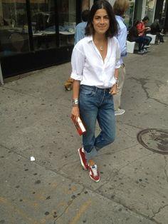 11. Camisa abierta, jeans boyfriend y zapatillas