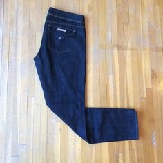 Hudson Jeans Hudson Jeans: Collin Mid-Rise Skinny Dark Wash, Triangle Pockets. Mint condition (no stains, tears, etc.) only worn twice! Hudson Jeans Jeans Skinny