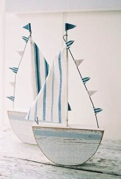 Coastal decor, beach art and furniture. You can improve the natural beauty in your home with splashes of white, as well as beach house decorating ideas. Coastal Living, Coastal Decor, Wood Crafts, Diy And Crafts, Fabric Crafts, Deco Marine, Beach Crafts, Sail Boat Crafts, Diy Boat