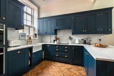 Old Windsor Kitchen — Herringbone Kitchens Dark Blue Kitchen Cabinets, Dark Blue Kitchens, Kitchen Worktop, Kitchen Cabinetry, Blue Shaker Kitchen, Open Plan Kitchen Dining Living, New Kitchen, Kitchen Ideas, 10x10 Kitchen