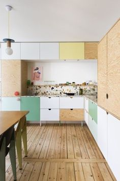 35 Awesome Colorful Kitchen Decor Ideas And Remodel For Summer Project. If you are looking for Colorful Kitchen Decor Ideas And Remodel For Summer Project, You come to the right place. Colorful Kitchen Decor, Kitchen Colors, Home Decor Kitchen, New Kitchen, Home Kitchens, Kitchen Dining, Kitchen Cabinets, Wood Cabinets, Kitchen Ideas