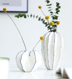 Clay Vase, Ceramic Vase, Ceramic Pottery, Pottery Art, Ceramic Flower Pots, Pottery Designs, Decorated Flower Pots, Pottery Studio, Sculpture Clay