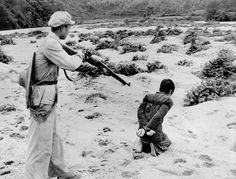 Execution after a 'people's tribunal' in the land reform movement in Communist China. Huang, probably a landowner, paid for his 'crime' by being shot through his back. Chinese News, Mao Zedong, What Is Human, People's Liberation Army, Gundam Wallpapers, Red Books, New World Order, Being A Landlord, Historical Sites