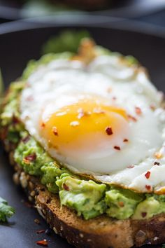 Healthy avocado toast is super easy to make and makes the perfect addition to any breakfast or an anytime snack! Avocado toast has become my new favorite Avocado Dessert, Avocado Breakfast, Breakfast Toast, Breakfast Recipes, Avocado Toast Healthy, Avocado Toast With Egg, Best Avocado Toast Recipe, Heart Healthy Breakfast, Simple Avocado Toast