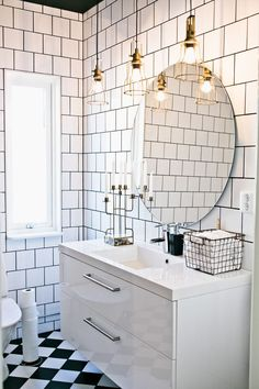 A real bathroom dream! Round mirror, white tile with gray joint. Brass lights, a bathroom to long for! New Ski House – Decorated with reuse and creative DIY projects. Bathroom Ideas Uk, Bathroom Inspo, Bathroom Wall, Bathroom Interior, Bathroom Showers, Bathroom Vanities, Master Suite Bathroom, Craftsman Bathroom, Bastilla
