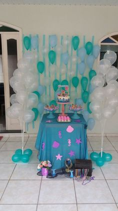 Sereia baby. Mini Decor . Mini table. Painel de balões e papel crepom. Giovana 8 meses. Pequena sereia.Tudo idealizado e feito com muito amor pela sua mãe . Alice, Party, Mermaid Birthday Invites, Mermaid Party Decorations, Crepe Paper, Mermaid Birthday, Parties