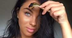 What to Know Before Buying a Dermaroller    - Exfoliators    - Skin Care    - DailyBeauty -  The Beauty Authority - NewBeauty