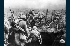 The Battle of Verdun, was fought from 21 February to 18 December 1916 on the Western Front in France. The battle was the longest of the First World War and took place on the hills north of Verdun-sur-Meuse. World War One, First World, Batalha Do Somme, Schlacht An Der Somme, Bataille De Verdun, Women's Land Army, Battle Of The Somme, Der Bus, Austro Hungarian