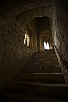 Warkworth Castle, Northumberland - by Paul in Leeds Gothic Castle, Medieval Castle, Warkworth Castle, Slytherin Aesthetic, Abandoned Places, Middle Ages, Belle Photo, Hogwarts, Cathedral