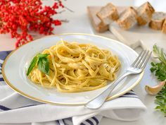 Did you know Silk® has a ton of recipes, like this Alfredo Sauce? Sauce Alfredo, Dairy Free Alfredo Sauce, Alfredo Recipe, Dairy Free Sauces, Dairy Free Appetizers, No Dairy Recipes, Vegan Recipes, Dairy Free Protein Powder, Dairy Free Pancakes