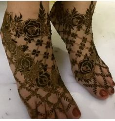 Attractive and Elegant Feet Mehndi Designs - Kurti Blouse Henna Hand Designs, Dulhan Mehndi Designs, Mehandi Designs, New Bridal Mehndi Designs, Mehndi Designs Feet, Legs Mehndi Design, Modern Mehndi Designs, Mehndi Design Pictures, Beautiful Henna Designs