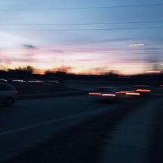 - pink skies and blurry eyes Night Aesthetic, Aesthetic Grunge, Aesthetic Photo, Blurry Eyes, Blurry Pictures, Indie, The Road, Out Of Focus, Favim