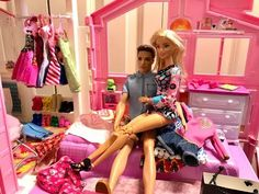 Barbie has the house to herself! Funny Cartoons For Kids, Cartoon Kids, Barbie And Ken, Barbie Dolls, Barbie Bedroom, Barbie Happy Family, Mr Bean, Routine, Crochet