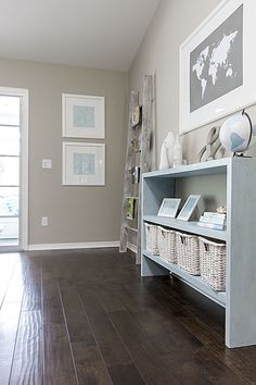 I need to make a table like this for the front foyer - use my router to make notches for shelves