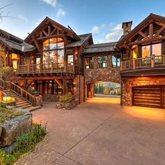 Mexican Hacienda, Style At Home, Rustic Country Kitchens, Rustic Farmhouse, Feng Shui, Cabin In The Woods, Log Cabin Homes, Design Furniture, Home Fashion